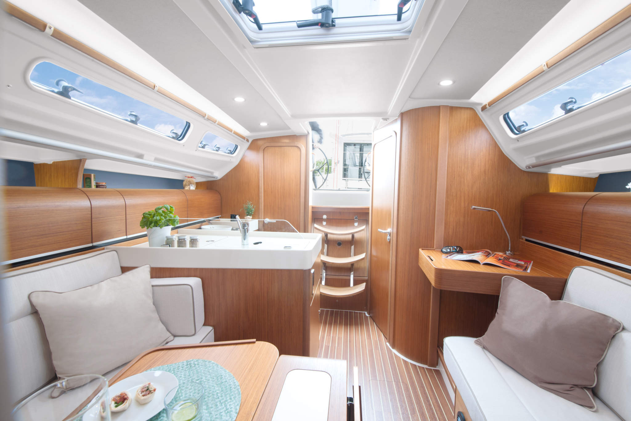 Segelyacht innen  Dehler 34 by West Yachting