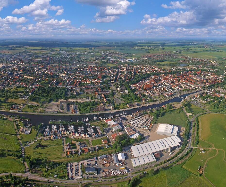 Hanse-Werft-Luftfoto-bearbeitet [1024x768]